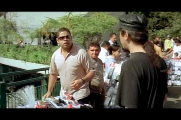 Flagrante: Sylvio Passos comprando DVD PIRATA de Raul Seixas. Sujou velhinho!!!