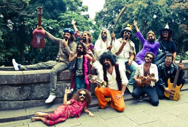 """Bloco carioca """"Toca Raul"""" apresenta-se no próximo sábado, 02  de fevereiro, a partir das 13 horas, no Bar Pirajá , em Pinheiros, com emtrada franca."""